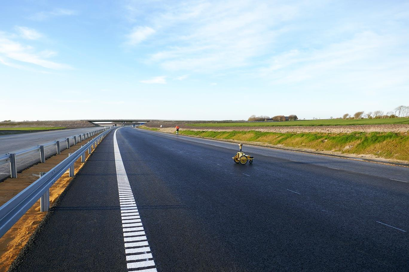 Road marking robot for pre-marking new roads